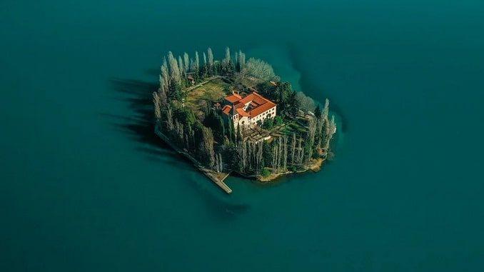 Остров Висовац, Хорватия