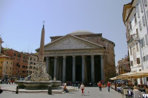 Вид на Пантеон с площади