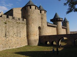 Ров и башни крепости