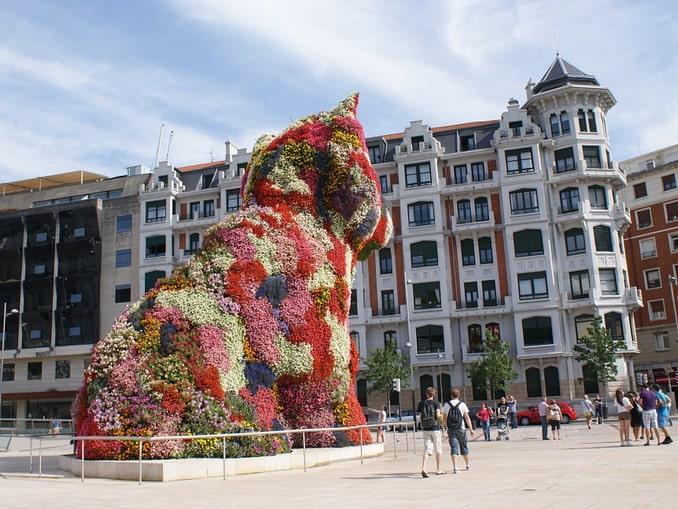 """Скульптура """"Щенок"""" в Бильбао"""