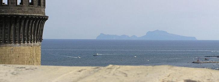 Капри, вид из Неаполя