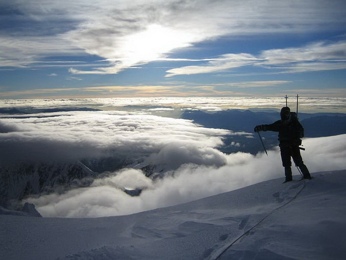 Восход на Монблане - альпинист