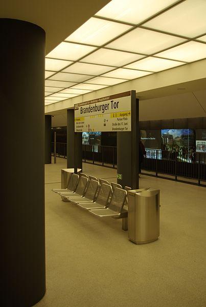 Бранденбургер Тор - станция метро