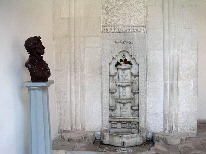 Бахчисарайский фонтан воспетый Пушкиным