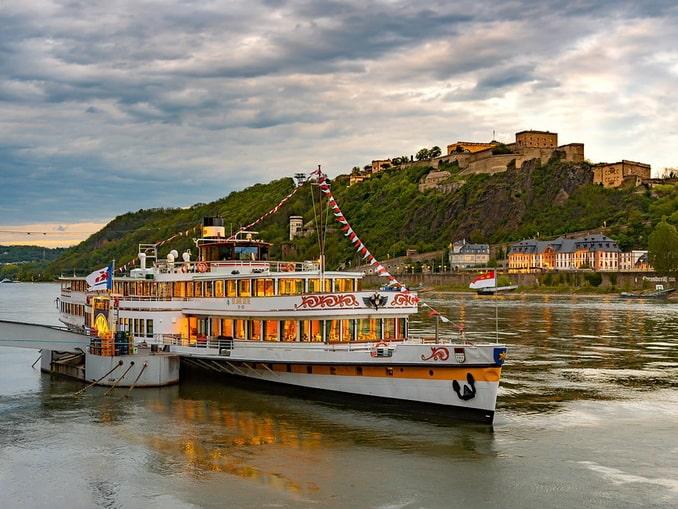 Круизный корабль на Рейне