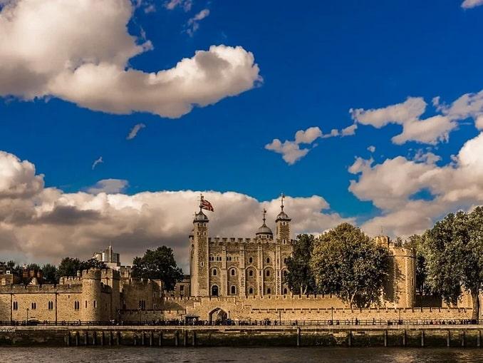 Лондонский Тауэр - вид с Темзы