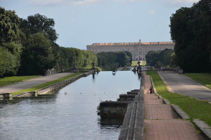 Королевский дворец и парк в Казерте