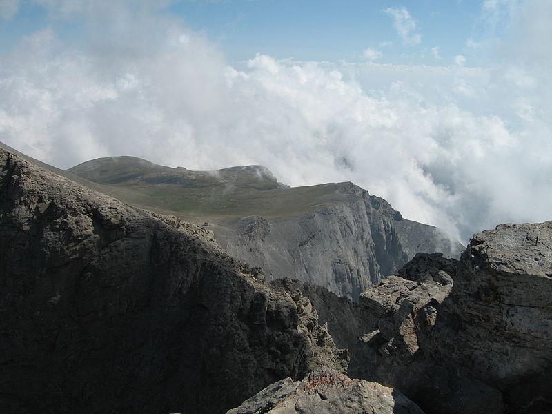 Вид на приют С с вершины Митикас