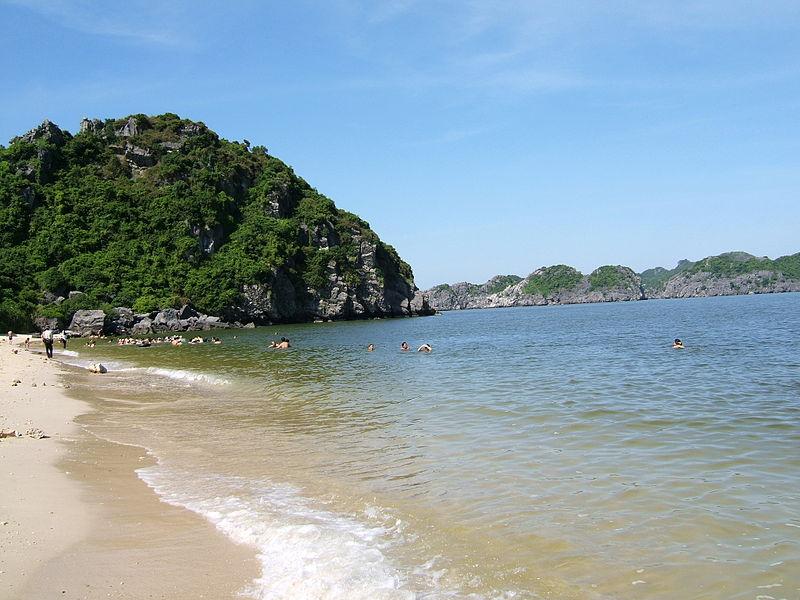 Пляж на Кат Ба