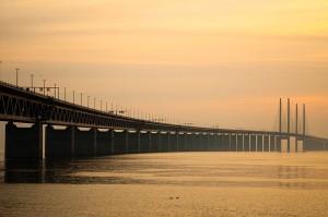 Эресуннский мост вечером, фото Wikimedia Commons