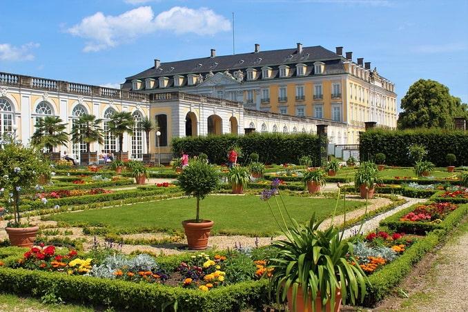 Дворец Августусбург нужно посмотреть под Кельном