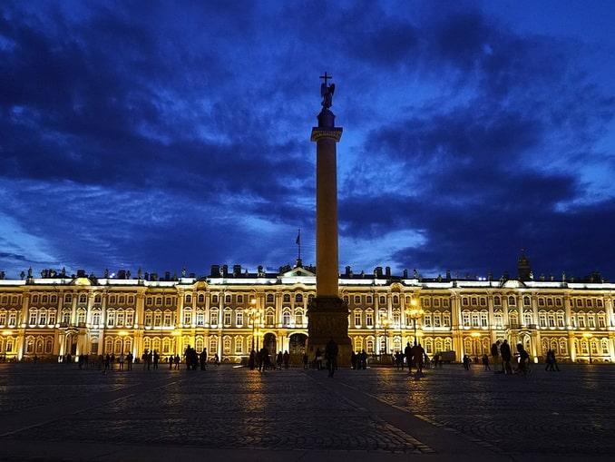 Вид на Зимний дворец и Александровскую колонну, Санкт-Петербург