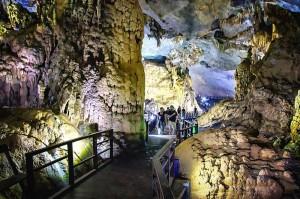 Райская пещера в Фонгня-Кебанг