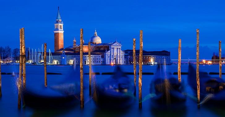 Венеция, вода и лодки