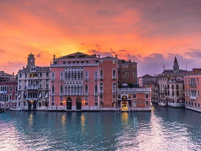 Дворец на Гранд-канале в Венеции