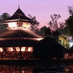 Золотой Павильон в парке