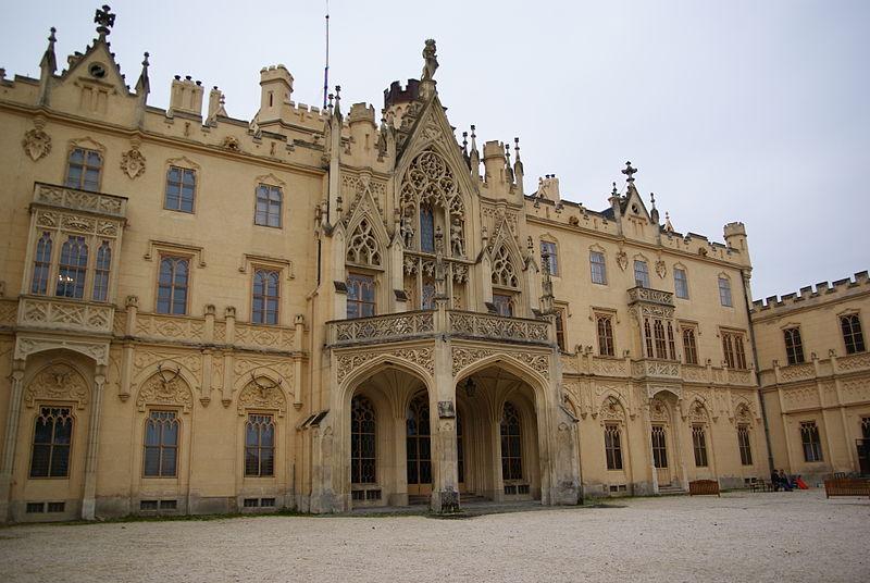 Замок Леднице, вид со двора Bjalek Michal /  Wikimedia Commons