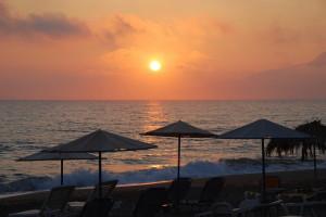 Закат на пляже Крита