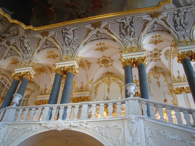 Лестница - один из великолепных залов Зимнего дворца