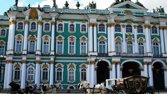 Зимний дворец в Санкт-Петербурге: архитектор и история