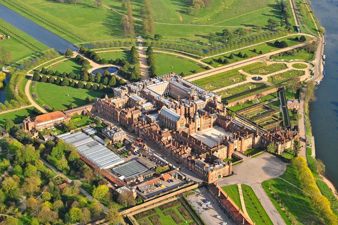 Хэмптон корт с воздуха, фото palacehalf.com
