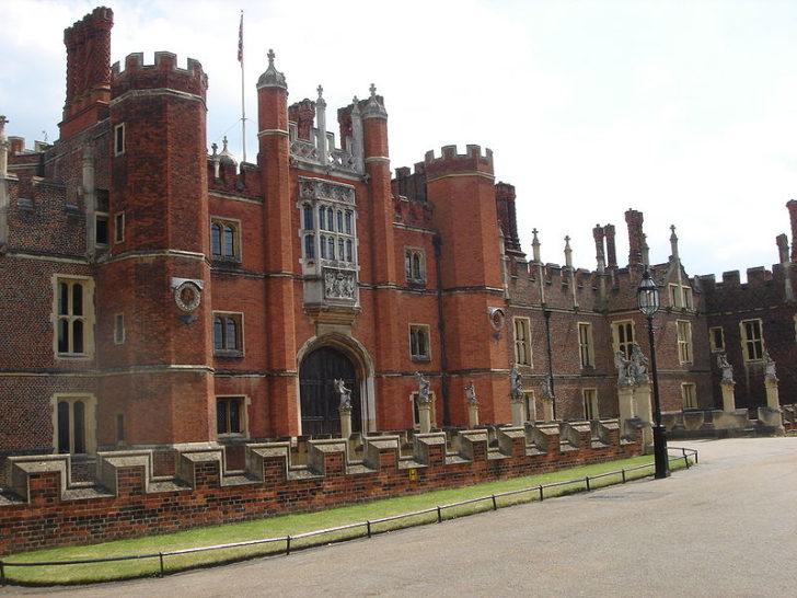 Дворец Хэмптон-корт, Англия