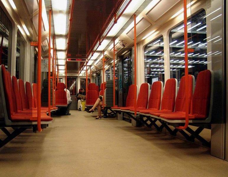 Метро Праги - поезд внутри