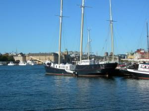 В Стокгольме, вид на озеро и корабли