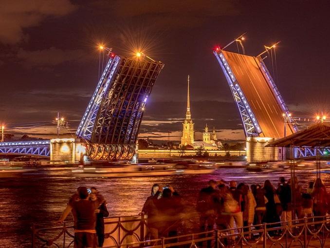 Мосты в Санкт-Петербурге в белые ночи