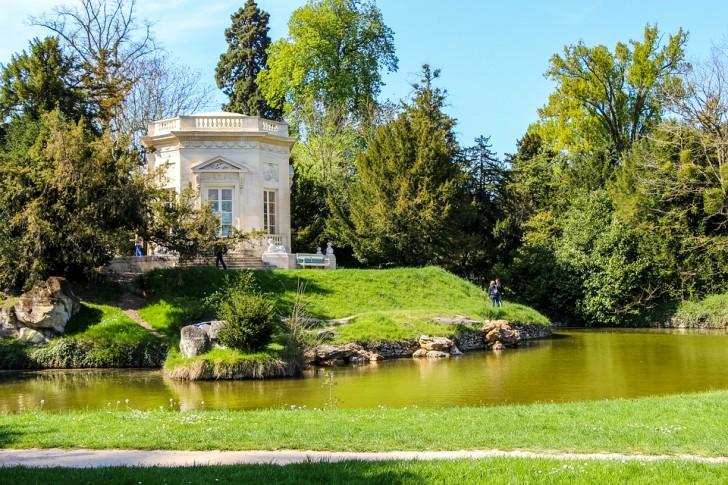 Малый Трианон, в парке