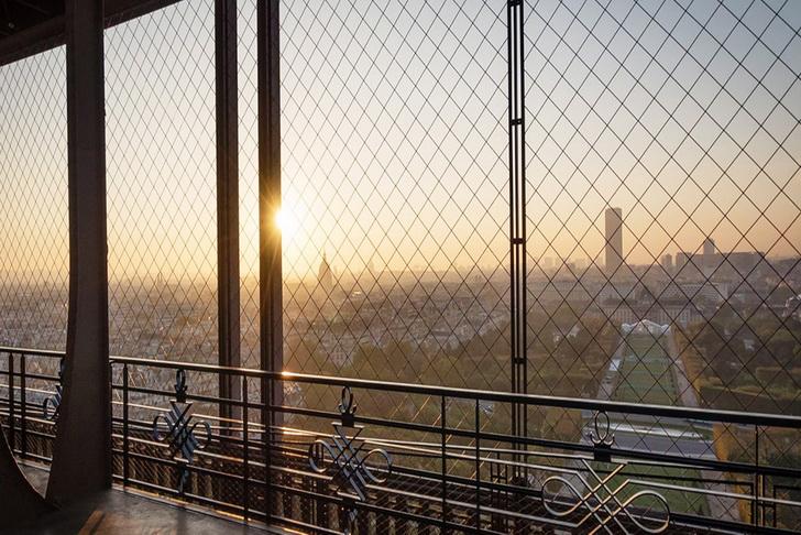 Эйфелева башня - вид на Париж