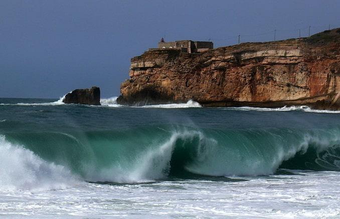 Волна в Назаре