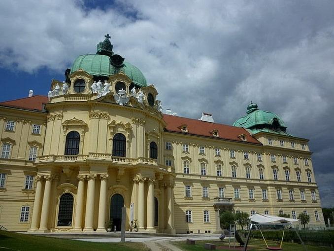 Королевский дворец в Клостернойбурге