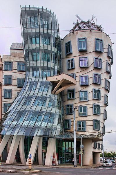 """""""Танцующий дом"""" в Праге"""