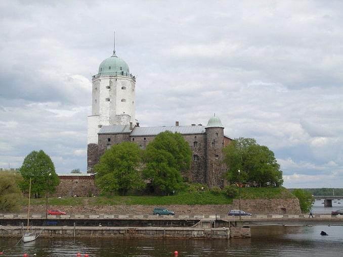 Выборгский замок под Санкт-Петербургом