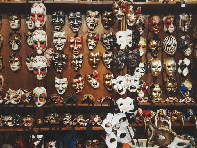 Венецианские маски - какие сувениры привезти из Италии