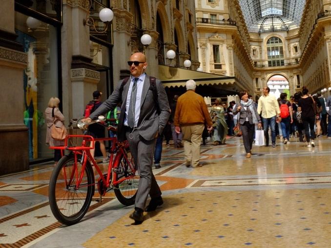 Модный мен в Милане - что стоит купить из одежды?