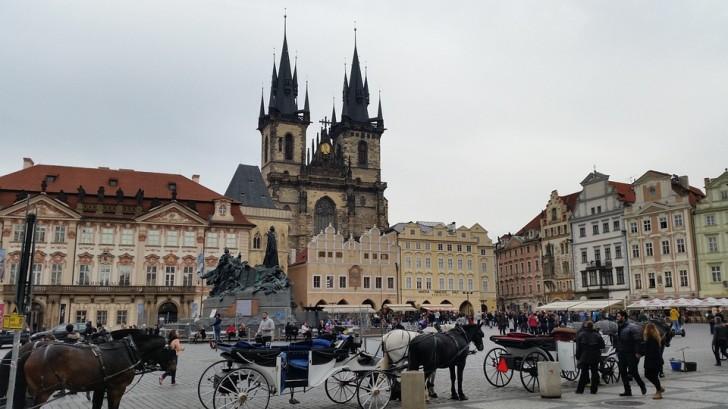 Дворец Кинских и Тынская церковь в Праге