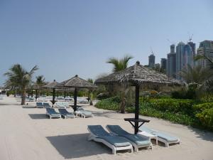 Пляж на курорте в Дубае