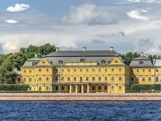 Меншиковский дворец в Санкт-Петербурге находится на Университетской набережной, фото Alex 'Florstein' Fedorov