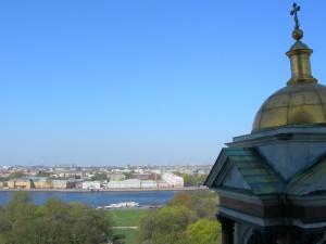 Вид с колоннады на Неву