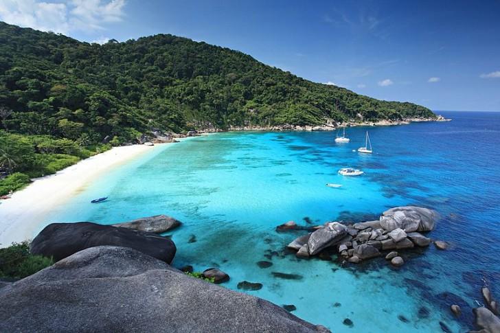 Пляж на одном из Симиланских островов, фото KOSIN SUKHUM