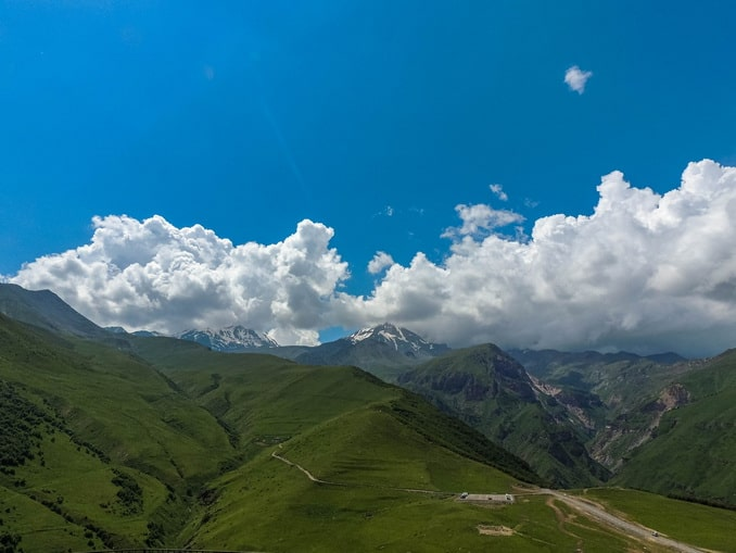 Горы в Грузии определенно нужно увидеть