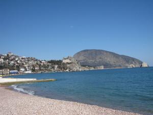 Пляж в Гурзуфе и гора Аю-Даг
