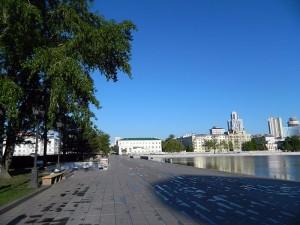 Исторический сквер на берегу Городского пруда