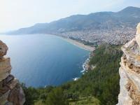 Вид из крепости Аланьи на пляж Клеопатры