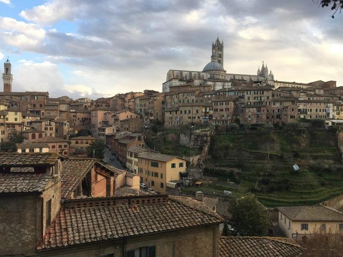 Вид на старый город Сиены