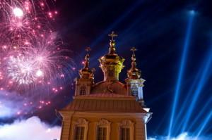 Фейерверк на открытии фонтанов Петергофа