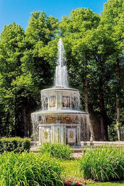 Римский фонтан в Петергофе
