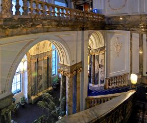 Парадная лестница Мраморного дворца, фото Olga.Mach / Wikimedia Commons